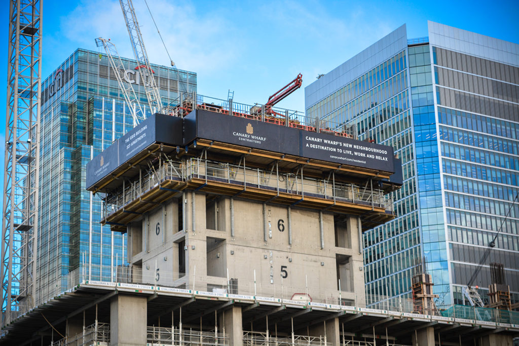 canary-wood-wharf-contractors-basket-welfare-system-construction-site-cranes-london