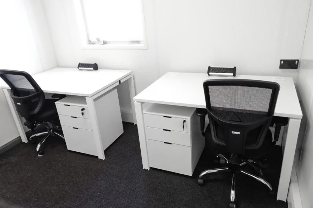 queen-elizabeth-olympic-park-stratford-waterfront-construction-desk-furniture-workstation